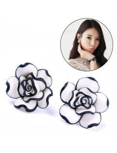 1 Pair Elegant Fashion Cute Women Lady Girls Black & White Rose Flower Stud Earrings